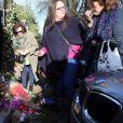 Des fans rendent hommage à George Michael devant sa maison du nord de Londres le 26 décembre 2016, au lendemain de l'annonce de sa mort à 53 ans.
