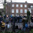 Hommage à George Michael devant sa maison du nord de Londres, le 26 décembre 2016 après l'annonce de sa mort à l'âge de 53 ans dans la nuit. Des fleurs, des bougies et des messages sont déposés.