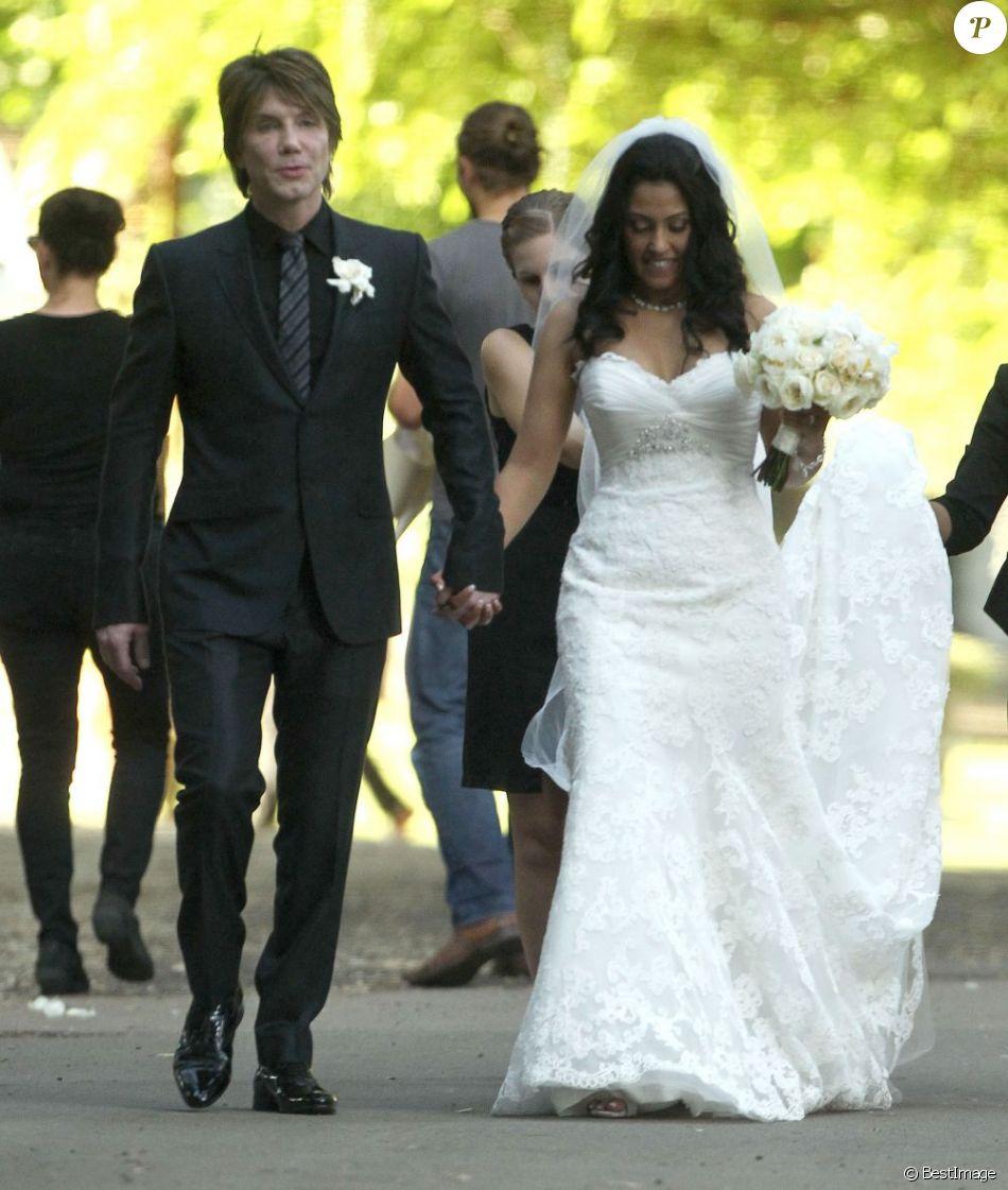 Exclusif - La rockstar Johnny Rzeznik et son épouse Melina Gallo à Malibu le 26 juillet 2013.