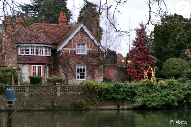 La propriété de George Michael à Goring dans l'Oxfordshire, encore décorée pour Noël, le 26 décembre 2016.