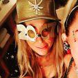 Miley Cyrus fête le réveillon avec sa mère lors d'une grosse soirée à San Diego. Photo publiée sur Instagram le 1er janvier 2017.