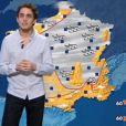 """Benjamin Siksou reçoit une leçon de météo de Catherine Laborde dans """"Quotidien"""", sur TMC, le 2 janvier 2017."""