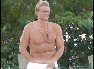 PHOTOS : Le beau Dolph Lundgren fait un strip-tease sur la plage...