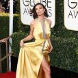 """""""Emily Ratajkowski, sublime en robe Reem Acra et sandales Stuart Weitzman - La 74ème cérémonie annuelle des Golden Globe Awards à Beverly Hills, le 8 janvier 2017."""""""
