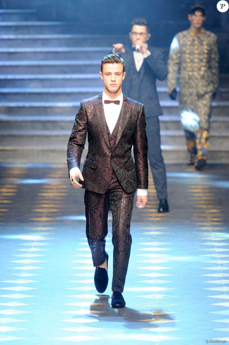 Cameron Dallas défile pour Dolce   Gabbana à la Fashion Week de Milan. Le  14 janvier 2017. 59452167999c