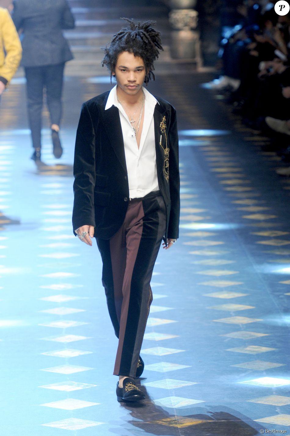 Luka Sabbat défile pour Dolce   Gabbana à la Fashion Week de Milan. Le 14  janvier 2017. e07ae983e71e