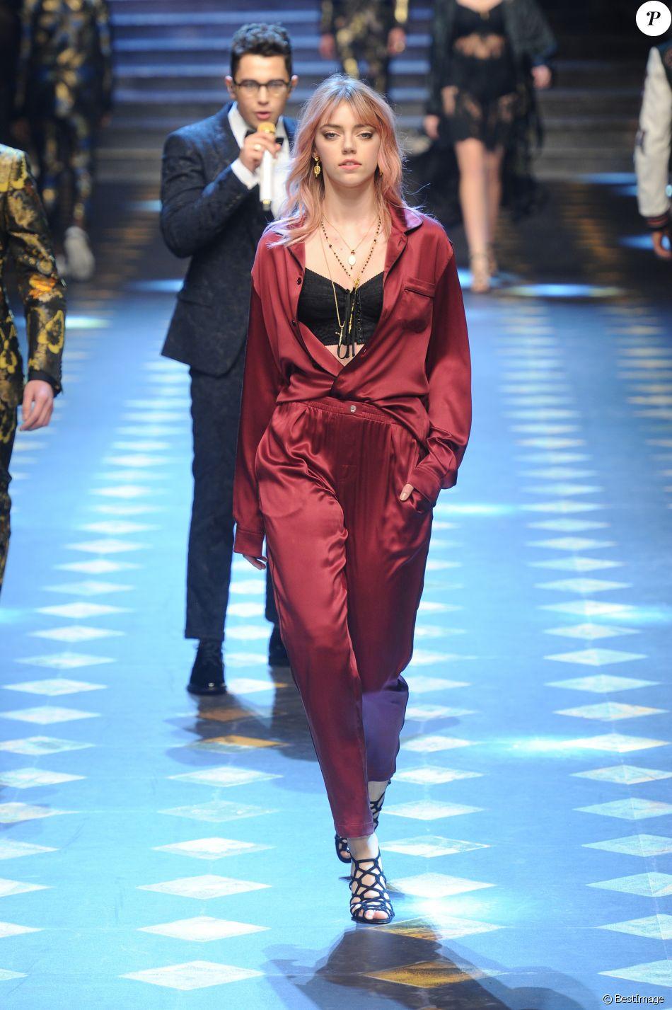 Pyper America Smith défile pour Dolce   Gabbana à la Fashion Week de Milan.  Le 14 janvier 2017. 143f2317893c