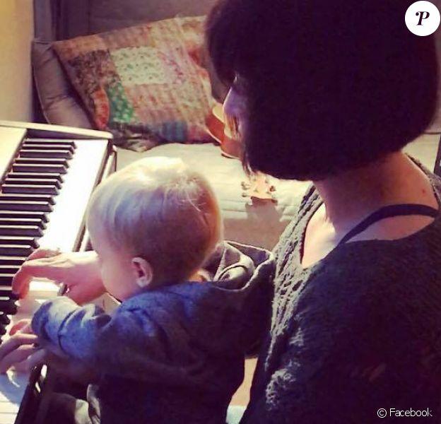 Natasha St-Pier et son fils Bixente, posent sur Facebook le 18janvier 2017