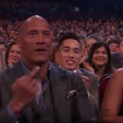 Dwayne Johnson fait un doigt d'honneur et choque devant sa fille Simone