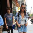 Bella Hadid et son frère Anwar sortent de chez leur soeur Gigi à New York, le 12 septembre 2016.