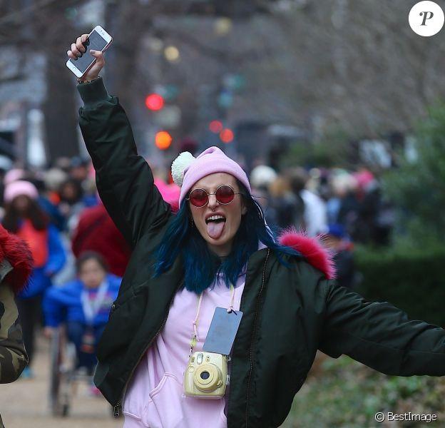 Bella Thorne lors de la 'marche des femmes' contre Trump à Washington, le 21 janvier 2017. © Morgan Dessales/Bestimage