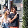 Bella Thorne et son petit ami Tyler Posey se baladent en amoureux dans les rues de Studio City. Le couple est ensuite allé déjeuner au Jinky's Cafe. Le 2 octobre 2016 © CPA/Bestimage