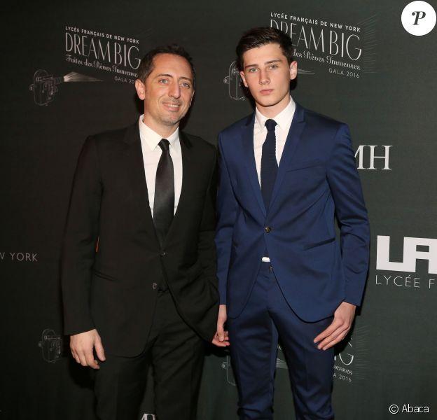 Gad Elmaleh et son fils Noé au gala du Lycée Français de New York en 2016