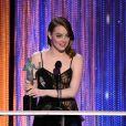 Emma Stone reçoit le prix de la meilleure actrice pour La La Land lors des Screen Actors Guild Awards, Los Angeles, le 29 janvier 2017.