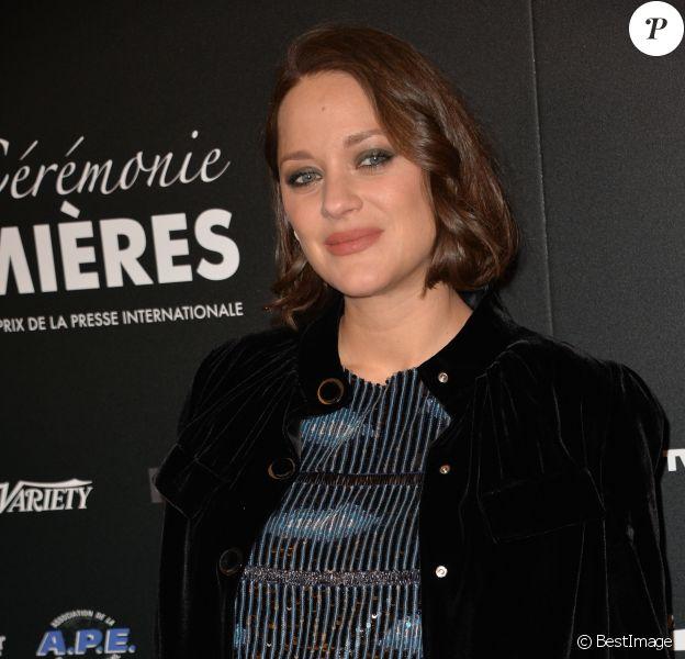 Marion Cotillard, enceinte, à la 22ème cérémonie des Lumières de la presse internationale au Théâtre de la Madeleine à Paris le 30 janvier 2017. © Veeren / Bestimage