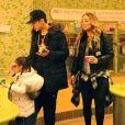 Bryan Tanaka et Monroe Cannon - Mariah Carey achète des yaourts glacés avec ses enfants et son compagnon B.Tanaka à Los Angeles le 25 janvier 2017.