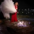 """Mariah Carey mettant sa robe de mariée en feu dans le clip """"I Don't"""", publié le 3 février 2017"""