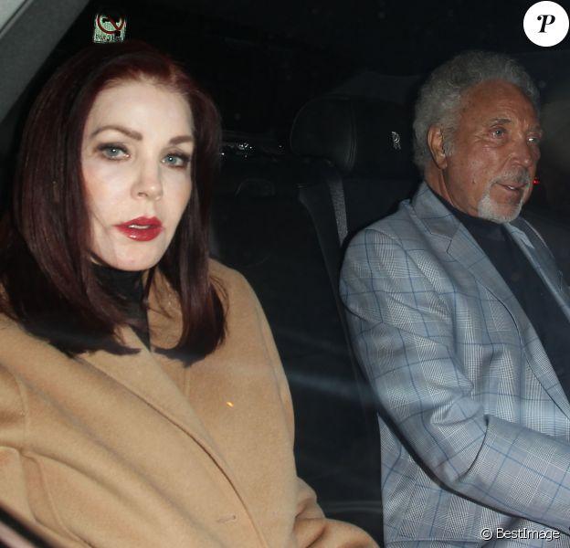 Priscilla Presley et Tom Jones sortant après une soirée passée au Craig's à West Hollywood, le 19 janvier 2017.