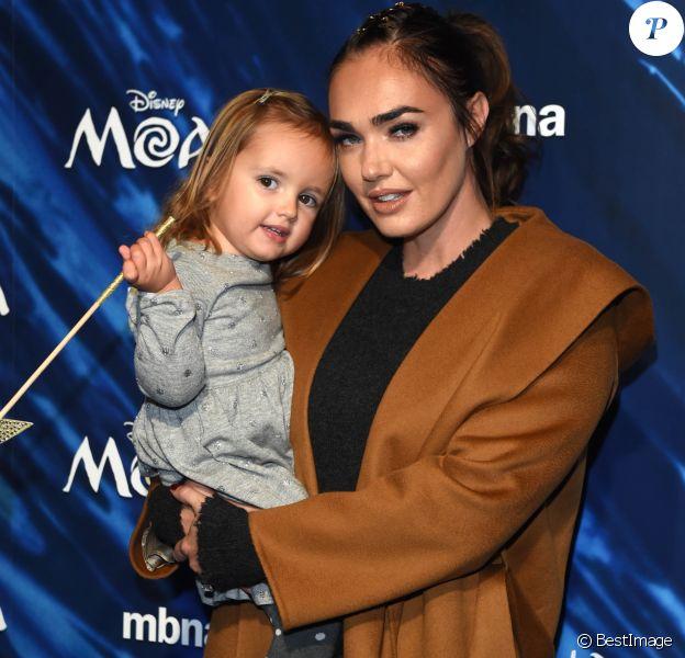 """Tamara Ecclestone et sa fille Sophia à la Projection de """"Vaiana, la légende du bout du monde"""" (Moana) à Londres le 20 novembre 2016."""