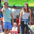 "Tamara Ecclestone, son mari Jay Rutland et leur fille Sophia en famille au ""farmer's market"" à Studio City. Le 22 mai 2016"
