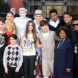Quincy Jones, Debbie Allen, Chris Tucker, Smokey Robinson, Prince Jackson, Blanket Jackson, Paris Jackson, Justin Bieber, Katherine posent à Los Angeles le 26 janvier 2012