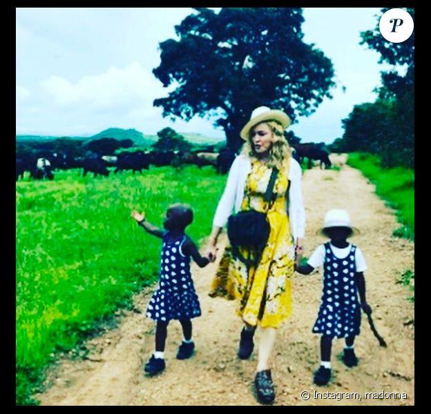 Madonna a publié une photo d'elle et ses jumelles, adoptées au Malawi, sur sa page Instagram le 9 février 2017