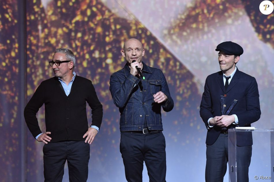 Louise Attaque a reçu la Victoire de la Musique de l'album rock de l'année pour Anomalie le 10 février 2017 au Zénith de Paris. La quatrième Victoire du groupe, la septième de Gaëtan Roussel.