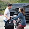 Jessica Alba et sa petite fille Honor s'éclatent au parc Coldwater Canyon de Beverly Hills ! Cash Warren vient les chercher en fin de journée... 3/01/09