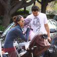 Jessica Alba et sa petite Honor s'éclatent au parc Coldwater Canyon de Beverly Hills ! Cash Warren vient les chercher. 3/01/09