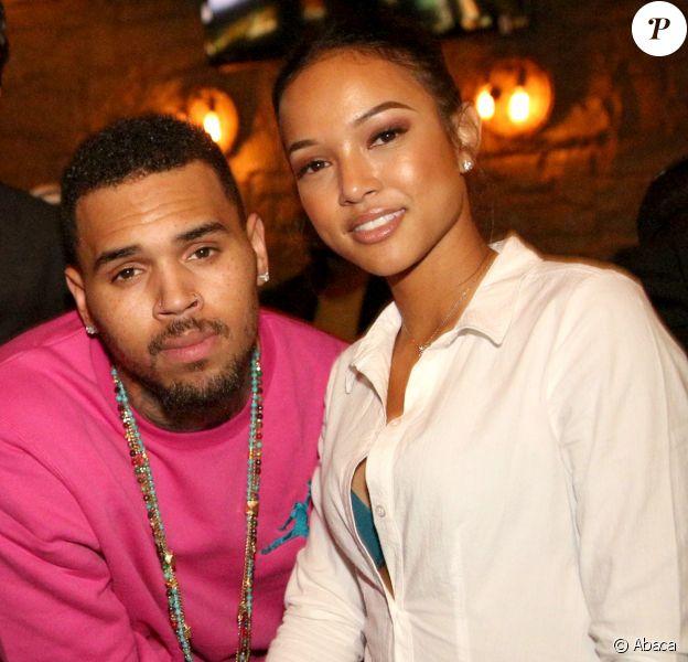 Chris Brown et sa petite amie Karrueche Tran posent ensemble à Los Angeles le 24 novembre 2014.