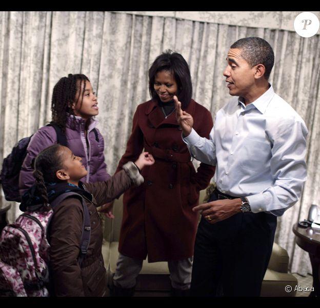 Barack Obama donne de précieux conseils à ses filles Sasha et Malia avant leur rentrée scolaire, avec Michelle Obama.