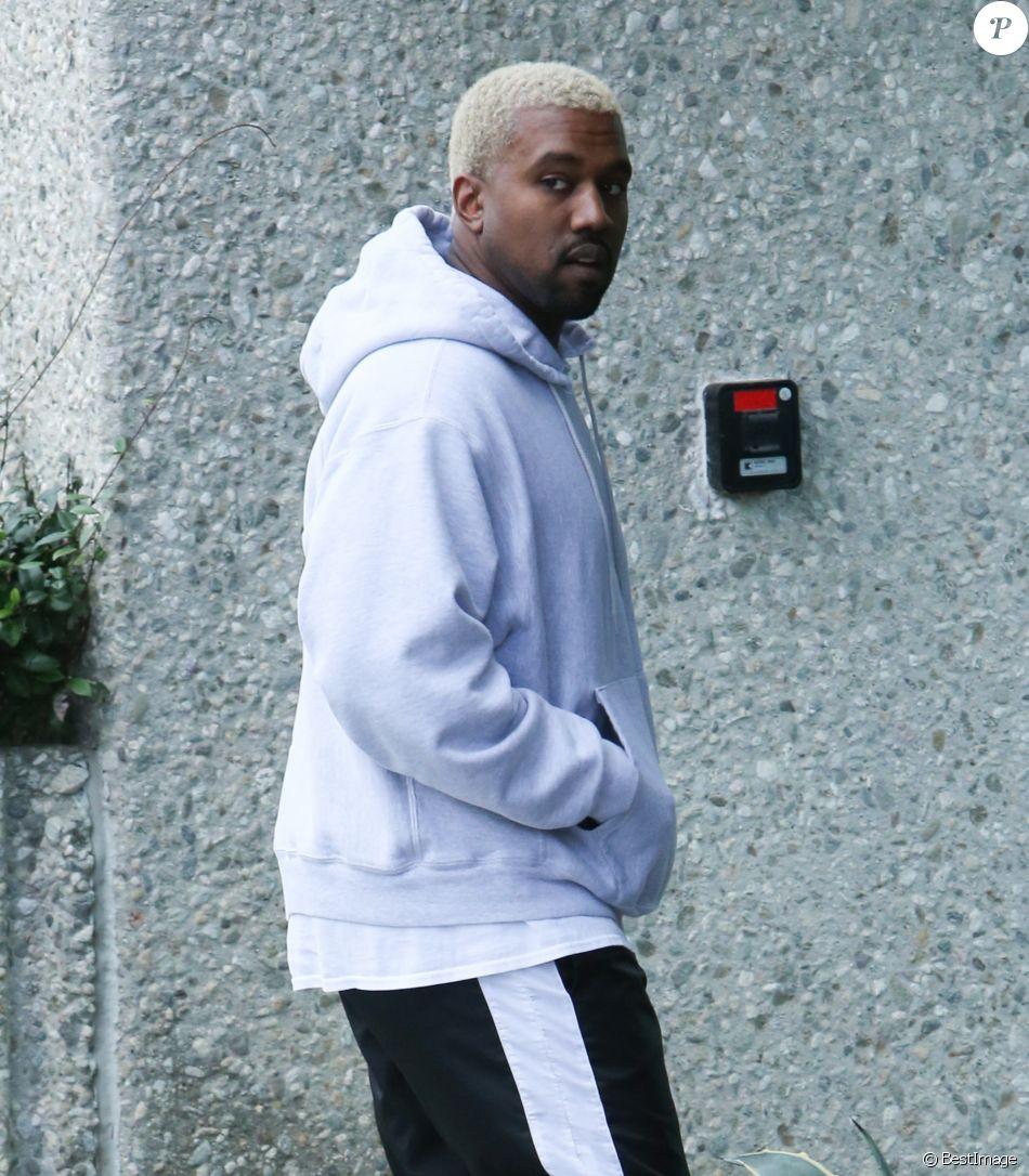 Kanye West arrive à son bureau à Calabasas, le 19 février 2017