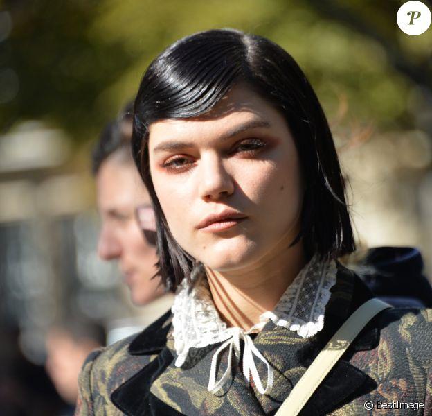 """Soko (Stéphanie Sokolinski) - Défilé de mode prêt-à-porter printemps-été 2017 """"Miu Miu"""" à Paris. Le 5 octobre 2016 © CVS-Veeren / Bestimage"""