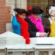 Les ministres Ségolène Royal et Patrick Kanner participent au traditionnel lancer de harengs depuis le balcon de l'hotel de ville à l'occasion du Caranaval de Dunkerque, le 26 février 2017
