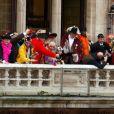 Ségolène Royal et Patrick Kanner au traditionnel lancer de harengs depuis le balcon de l'hotel de ville à l'occasion du Caranaval de Dunkerque, le 26 février 2017