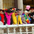 Ségolène Royal et Patrick Kanner participent au traditionnel lancer de harengs depuis le balcon de l'hotel de ville à l'occasion du Caranaval de Dunkerque, le 26 février 2017