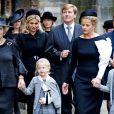 La princesse Beatrix des Pays-Bas et la princesse Mabel d'Orange-Nassau avec ses filles la comtesse Zaria et la comtesse Luana le 2 novembre 2013 à Delft lors de l'hommage solennel au prince Friso, mort le 12 août 2013.