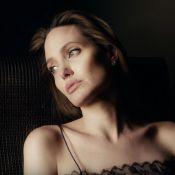 """Angelina Jolie, sensuelle et romantique, célèbre """"l'égale de l'homme"""" en France"""