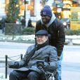 """Kevin Hart et Bryan Cranston s'amusent avec un fauteuil roulant électrique pendant le tournage du film """"Untouchable"""" dans le quartier de Manhattan à New York City, New York, Etats-Unis, le 15 février 2017. © CPA/Bestimage"""
