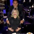 Raphaël Varane et sa femme Camille (Tytgat) attendent leur premier enfant pour le printemps 2017. Le couple en a fait l'annonce à l'occasion du nouvel an par le biais de cette photo Instagram.
