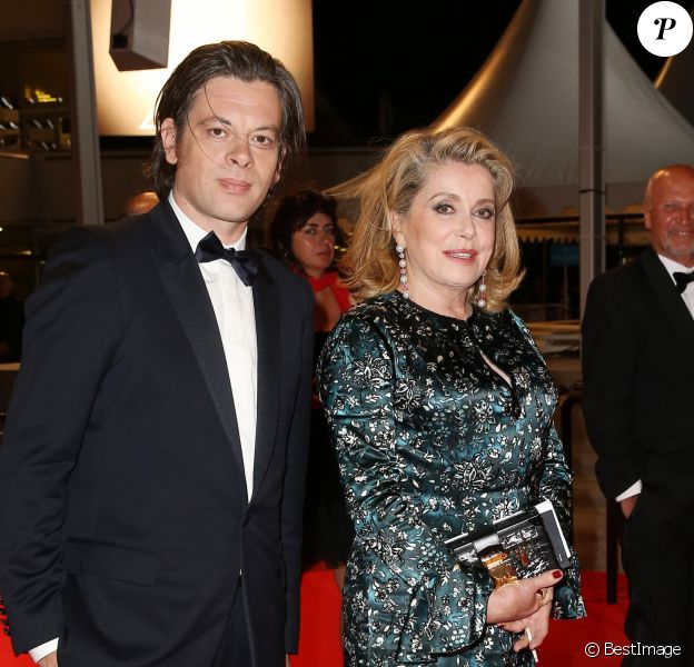 """Benjamin Biolay et Catherine Deneuve - Descente des marches du film """"L'homme qu'on aimait trop"""" lors du 67 ème Festival du film de Cannes – Cannes le 21 mai 2014."""