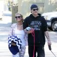 Exclusif - Paris Hilton se promène avec son compagnon Chris Zylka et ses chiens dans les rues de Los Angeles. Le 28 février 2017