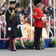 Le prince William et la duchesse Catherine de Cambridge ont assisté à la parade de la Saint-Patrick et distribué le trèfle porte-bonheur aux membres des Irish Guards aux Cavalry Barracks du régiment à Hounslow, dans l'ouest de Londres, le 17 mars 2017.