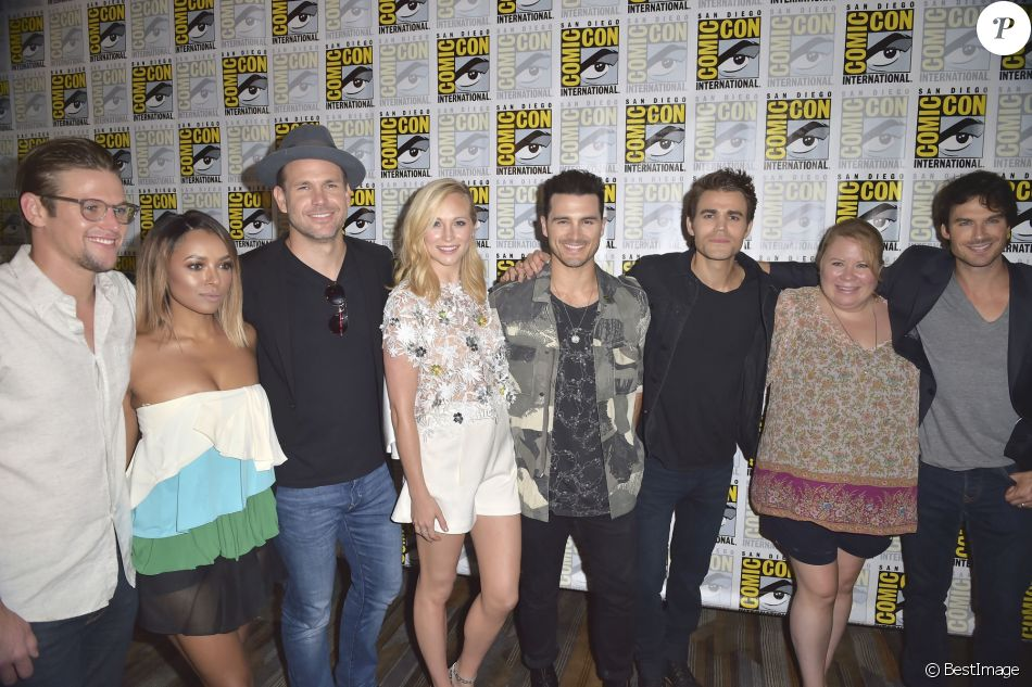 "Zach Roerig, Kat Graham, Matthew Davis, Candice King, Michael Malarkey, Paul Wesley, Julie Plec et Ian Somerhalder 'The Vampire Diaries' au photocall TV serie ""The Vampire Diaries"" et ""The originals"" au Comic-Con International 2016 à San Diego, le 23 juillet 2016 © Future-Image via Bestimage"