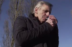 Regardez mustapha el atrassi faire fumer un joint jean for Jean dujardin fume