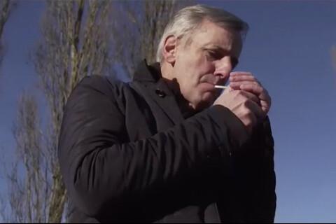 Bernard de La Villardière fume un joint pour Dossier Tabou : Les images...
