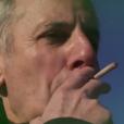 Bernard de La Villardière fume un joint pour les besoins de son émission Dossier Tabou