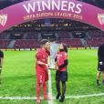 Kevin Gameiro célébrant avec sa femme Lina la victoire du FC Séville en Europa League en 2015, photo Instagram.