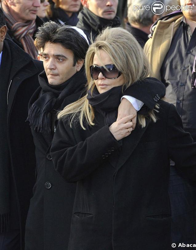 Nathalie Rheims, sa compagne, et Thomas Langmann, son fils, aux obsèques de Claude Berri, au cimetière juif de Bagneux, le 15 janvier 2009.