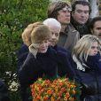 Agnès Soral effondrée aux obsèques de Claude Berri, au cimetière juif de Bagneux, le 15 janvier 2009.